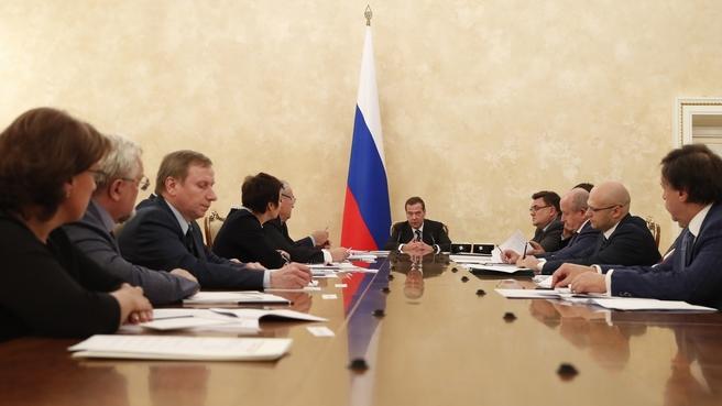 Премьер-министр РФ Дмитрий Медведев провел совещание с представителями адвокатского сообщества