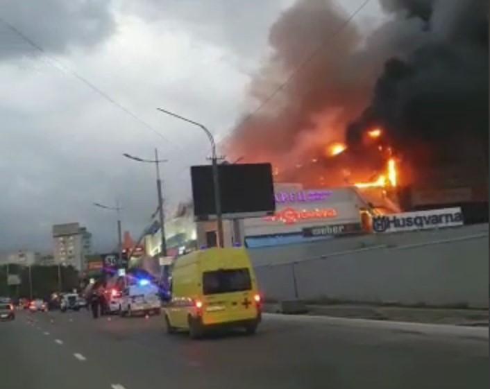 Новый День: Во Владивостоке выгорел один из крупнейших торговых центров