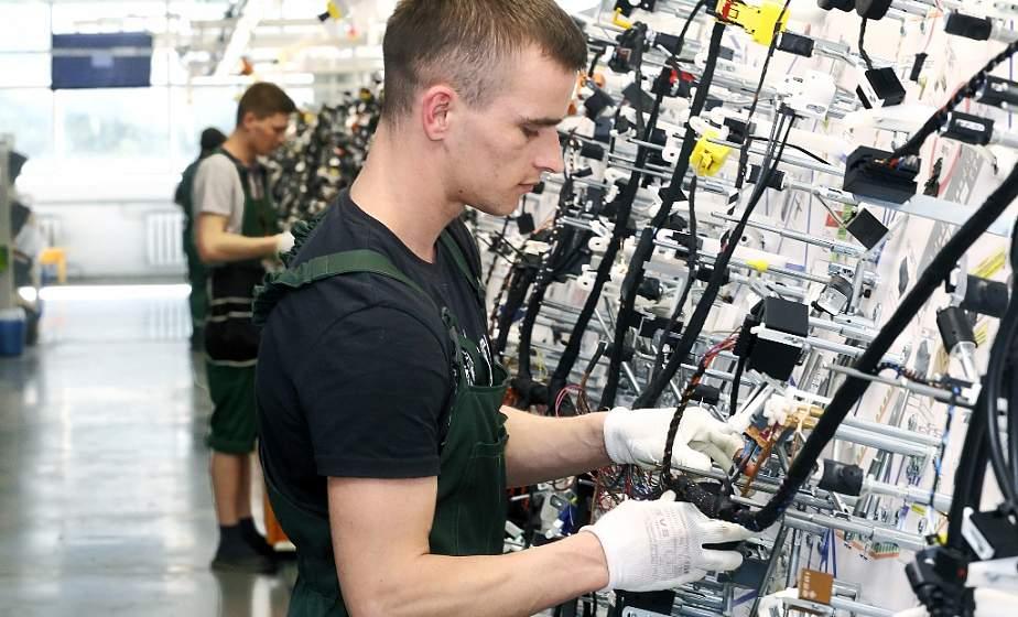 Начинка для крутых машин. В Гродненском ОАО «Радиоволна» начали собирать электропроводку для автомобиля нового поколения Volkswagen Taos