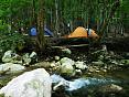 Пеший поход в горах Крыма с палатками, маршрут через горы к морю