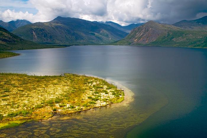 2. Озеро Джека Лондона, Магаданская область. (700x468, 381Kb)
