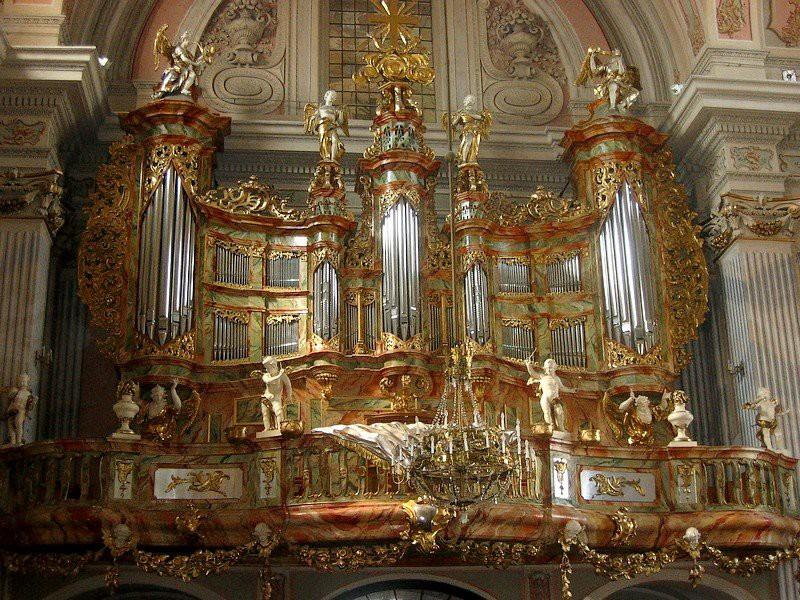 2.  Церковь Св. Анны (Варшава, Польша) музыкальный инструмент, орган