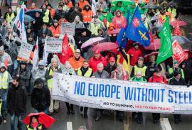 15000 металлургов вышли на марш протеста, требуя сохранить сталелитейную отрасль Европы
