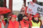 Работники Caterpillar проводят акцию протеста в Женеве