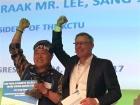 Арестованный корейский профсоюзный лидер Хан Сан Гюн награжден премией FNV