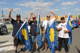 Австралийские рабочие празднуют победу в споре с Fletcher Insulation