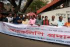 Рабочие-швейники Бангладеш требуют повышения минимальной зарплаты