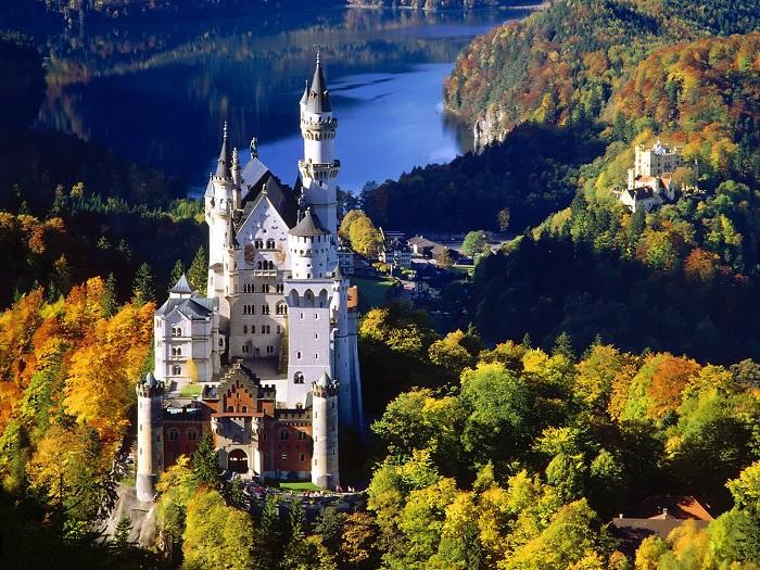 Замок Нойшванштайн - самая известная достопримечательность Баварии. | Фото: file.mobilmusic.ru.