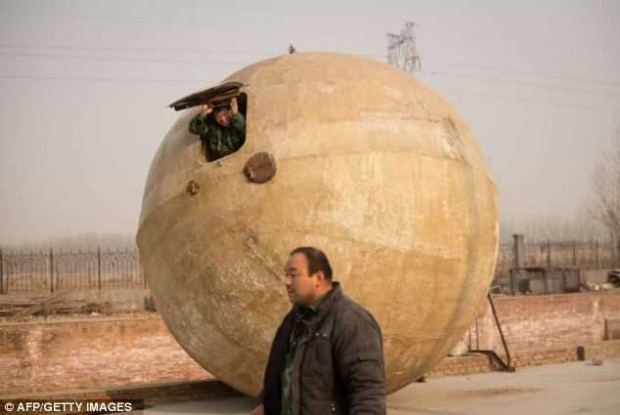 От Конца Света китайцы спрячутся в огромных шарах (9 фото)