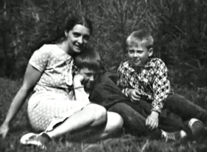 Людмила Абрамова с сыновьями. / Фото: www.livejournal.com