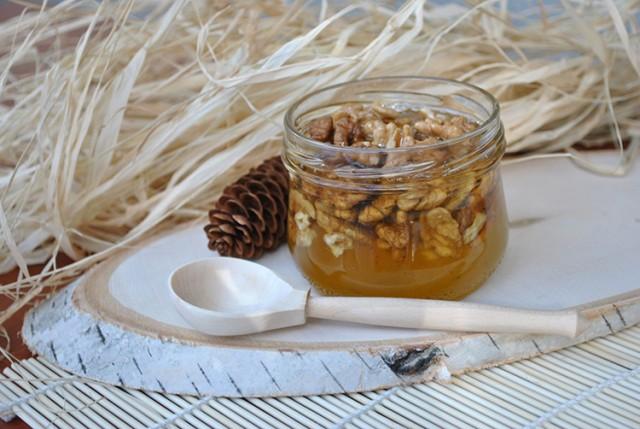 Что надо знать о пользе меда с орехами
