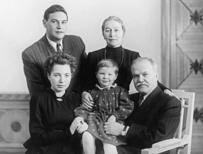 Семья Молотовых в 1953 году. / Фото: www.izbrannoe.com