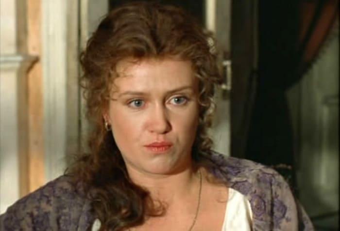 Ирина Розанова в фильме *Мелкий бес*, 1995 | Фото: kino-teatr.ru