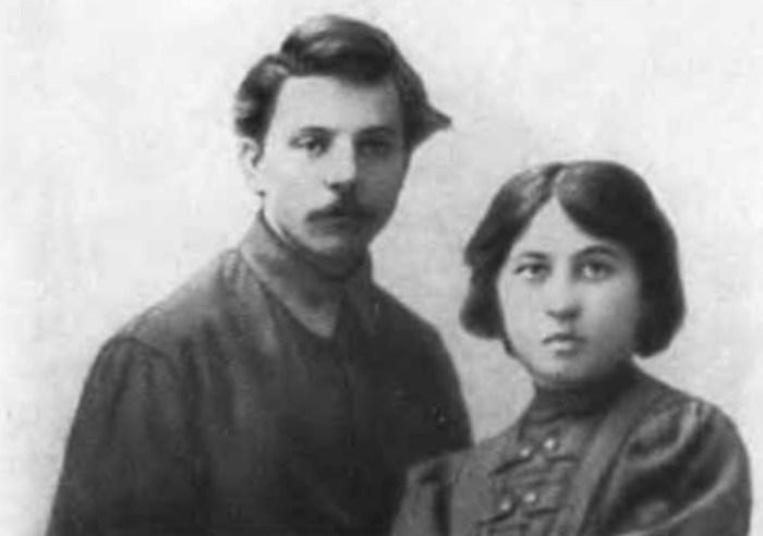 Климент Ворошилов и Голда Горбман. / Фото: www.nemaloknig.com
