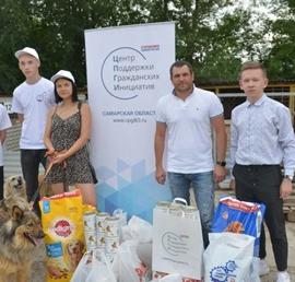 Самарские сторонники «Единой России» передали корм для питомцев приюта «Надежда»