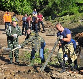 Молодогвардейцы в Можайске и Рузе помогают пострадавшим от подтопления жителям