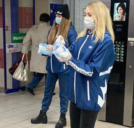 В Курске волонтеры раздали десять тысяч медицинских масок