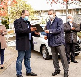 Шесть машин для врачей передали поликлиникам Сочи