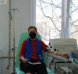 В Саранске в день рождения «Единой России» активисты сдали кровь для больных коронавирусом