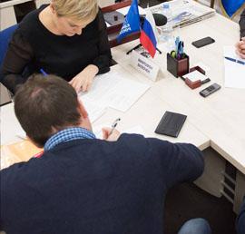 Борьба с коронавирусом, газификация, благоустройство: с какими проблемами жители регионов обращаются в приемные «Единой России»