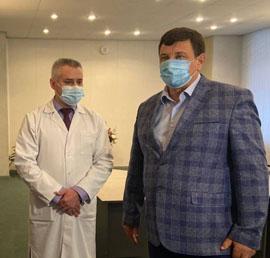 Игорь Ляхов передал ковидной больнице в Смоленске медоборудование