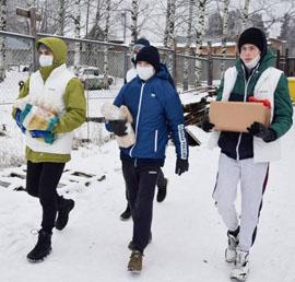 В Кирове волонтеры «Единой России» доставили корм в приют для бездомных животных