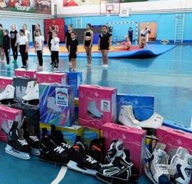 «Единая Россия» передала коньки детским спортшколам Приморья