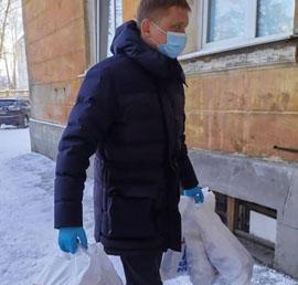 Врачам ковидного госпиталя в Ангарске доставили горячие обеды