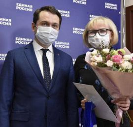 В Мурманске «Единая Россия» поблагодарила родителей, чьи дети-медики работали в «красной зоне»