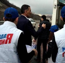 В Ингушетии «Единая Россия» организовала раздачу горячего питания водителям фур, застрявших на трассе «Кавказ»