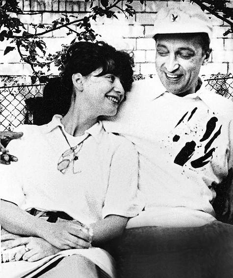 Анна и Михаил познакомились                                                           в некогда                                                           популярном                                                           актерском                                                           ресторане ВТО.                                                           И с тех пор                                                           уже не                                                           расставались.                                                           Фото: личный                                                           архив Анны                                                           Ямпольской.