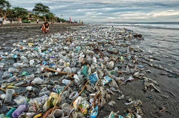 Проблема с мусором на Бали