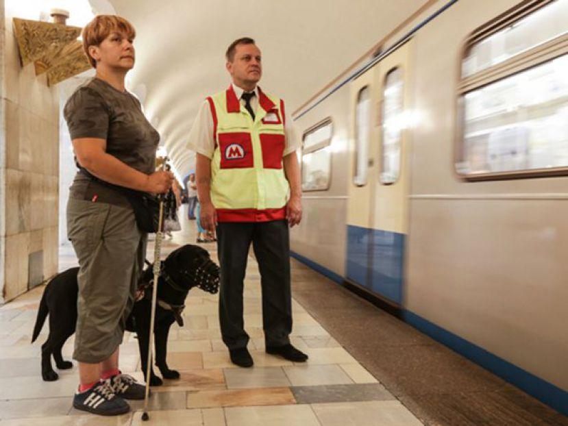 Московский метрополитен готовит собак-проводников для оказания помощи маломобильным пассажирам
