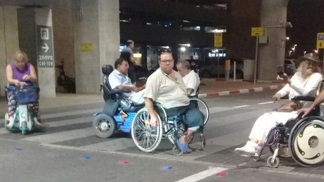 """Фото: """"Инвалиды превращаются в пантер"""""""