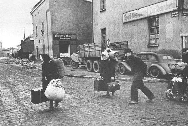 Немецкие беженцы в Силезии, 1945 год (фото: общественное достояние).