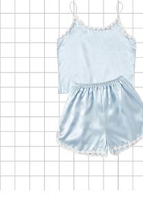 Атласная пижама с оригинальной отделкой