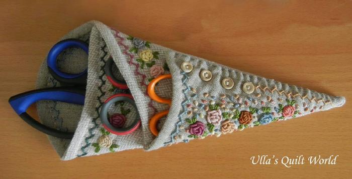 01 DSCN7837 Scissor case quilt+pattern Ulla's Quilt World (700x357, 242Kb)