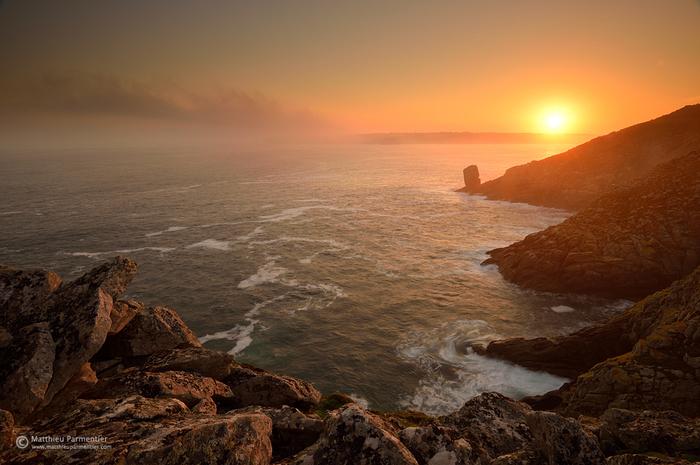 sunrise_pointe_du_raz_ii_by_matthieu_parmentier-d6489z1 (700x465, 377Kb)