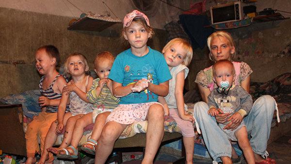 Дети в бомбоубежище в городе Донецке