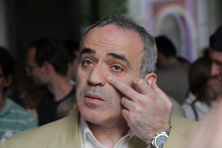 FIDE выкинуло Каспарова за коррупцию