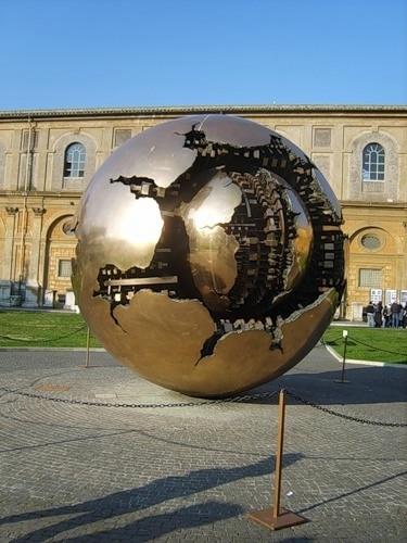 34.Италия,Ватикан.Памятник нашей планете Земля.bmp (375x500, 126Kb)