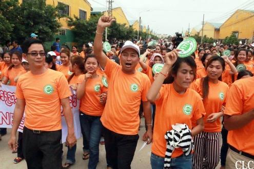 Камбоджа: В акциях участвуют тысячи рабочих-швейников