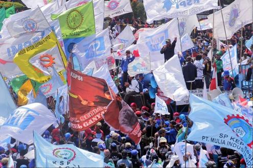 Миллион рабочих бастуют по всей Индонезии