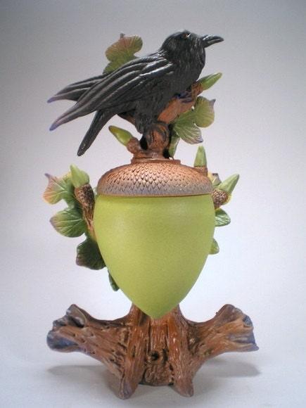 Raven на коробке зеленого Acorn